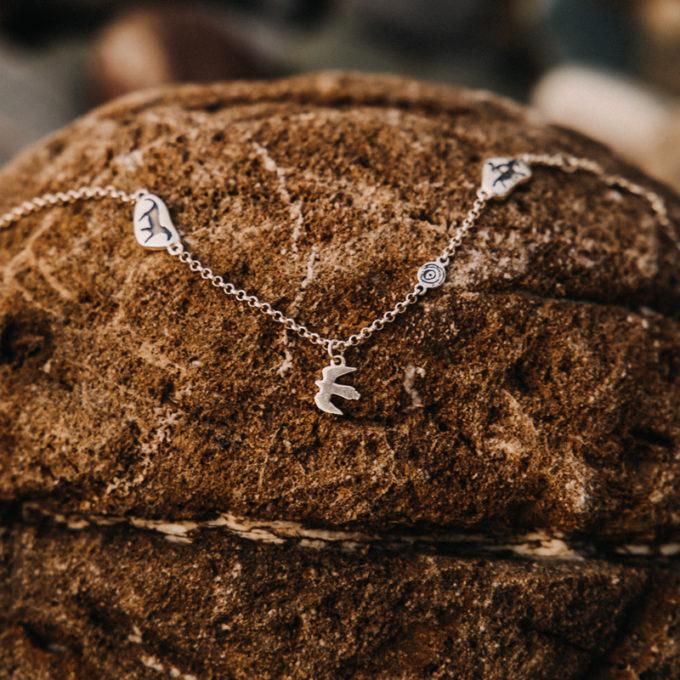 Браслет «Камешки» с беркутом из серебра