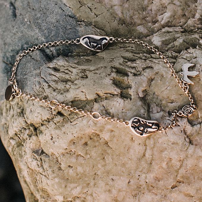 Браслет «Камешки» с беркутом из серебра с чернением
